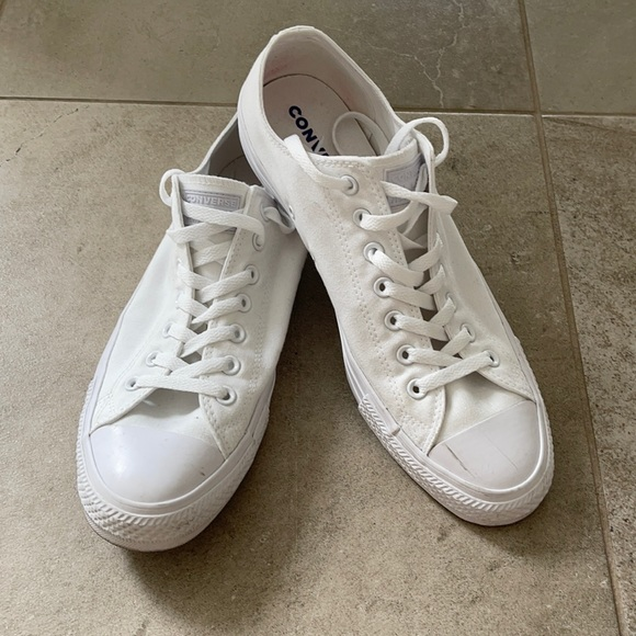 Converse sneakers size 11.5/46